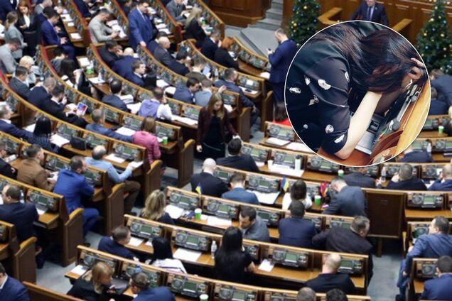 """""""Слугу народа"""" застукали за необычным занятием в Раде"""