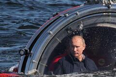 'Превзошел Брежнева, Горбачева и Ельцина вместе взятых': Путина призвали уйти в отставку