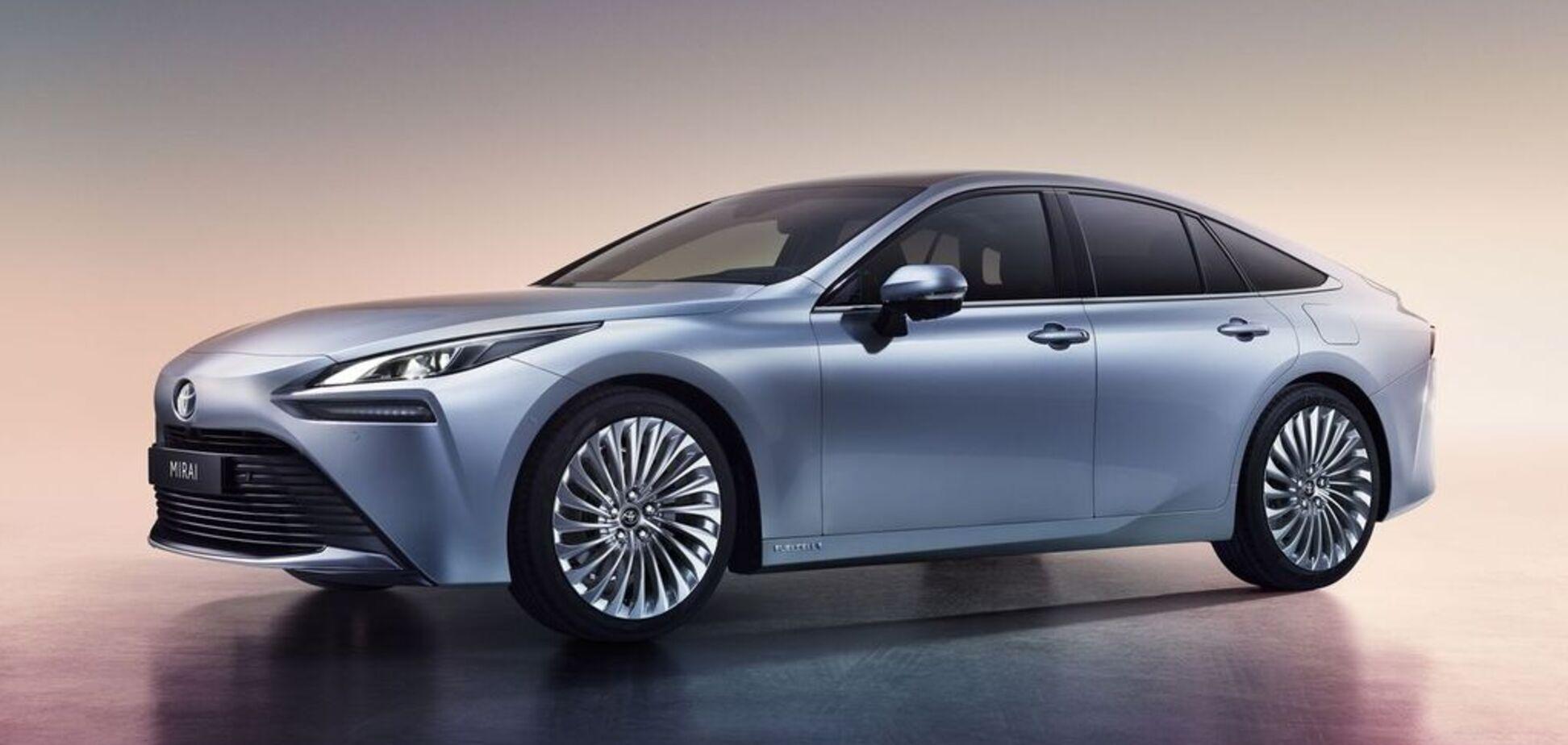 Водородный электрокар Toyota Mirai 2021 показан в серийном виде