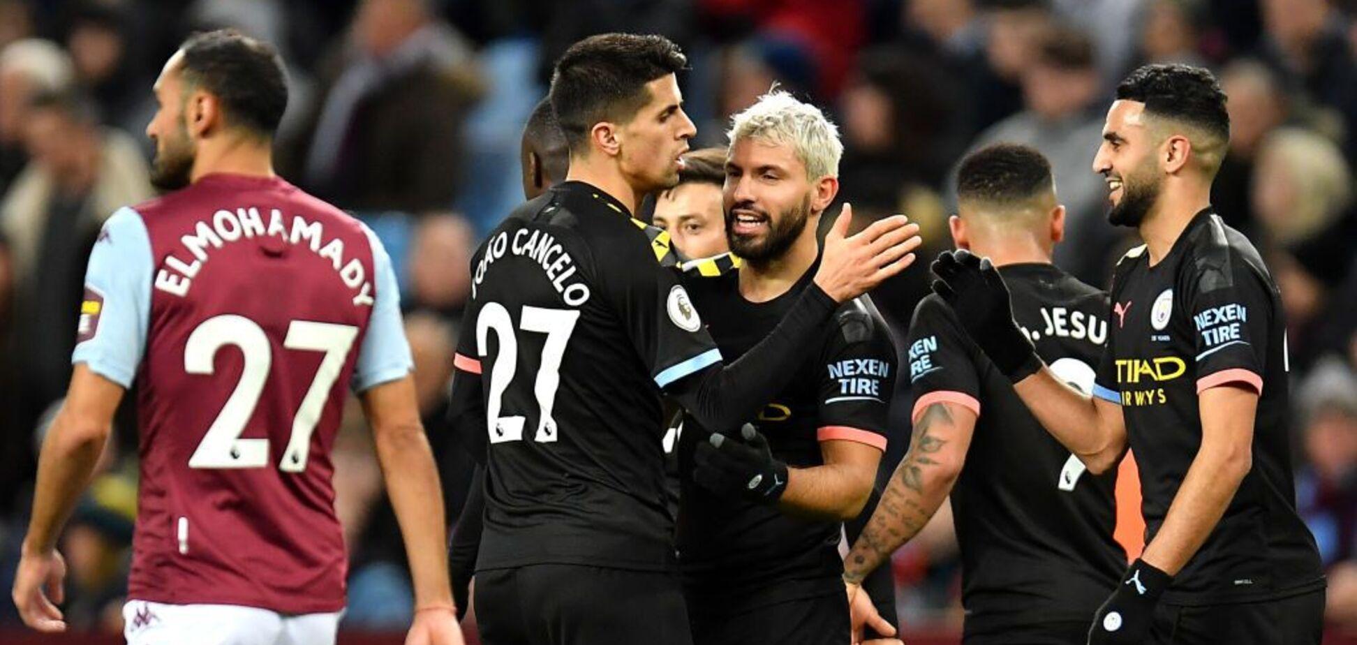 Игроки 'Манчестер Сити' празднуют гол в ворота 'Астон Виллы'