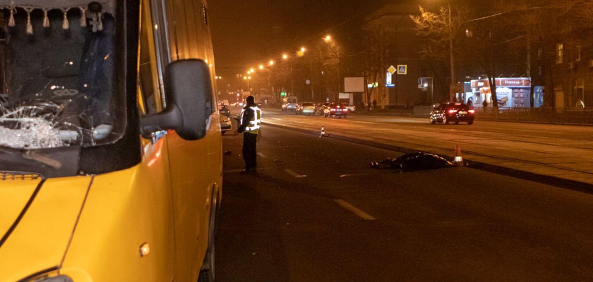 В Днепре маршрутка насмерть сбила женщину: жуткие фото и видео 18+