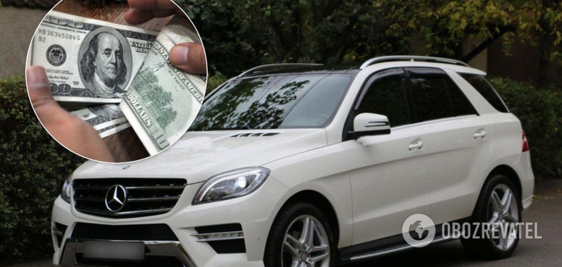 Тисячі доларів та бабуся на Mercedes: військові прокурори опублікували декларації