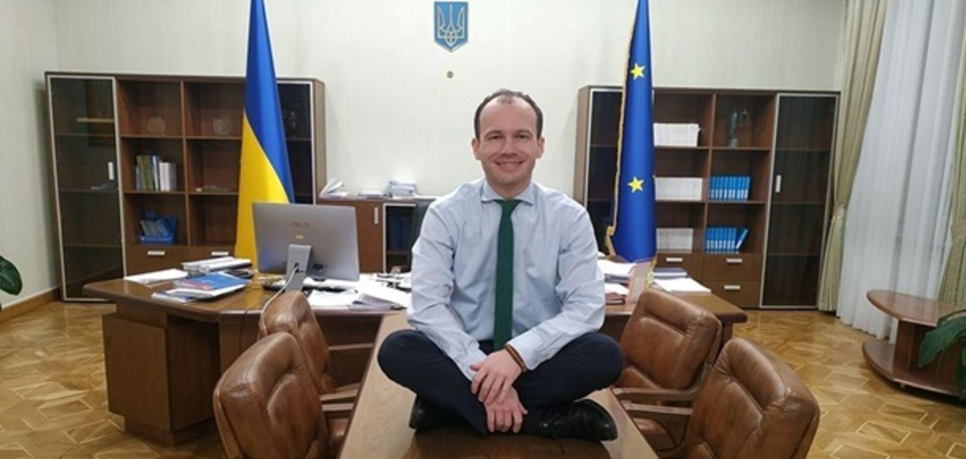 Міністр юстиції заліз під стіл на підтримку Гончарука