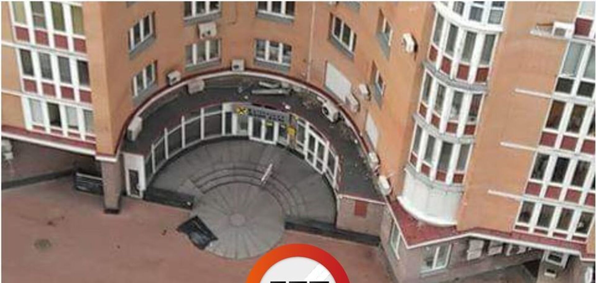 В Киеве из окна элитной многоэтажки выпал человек: первые подробности