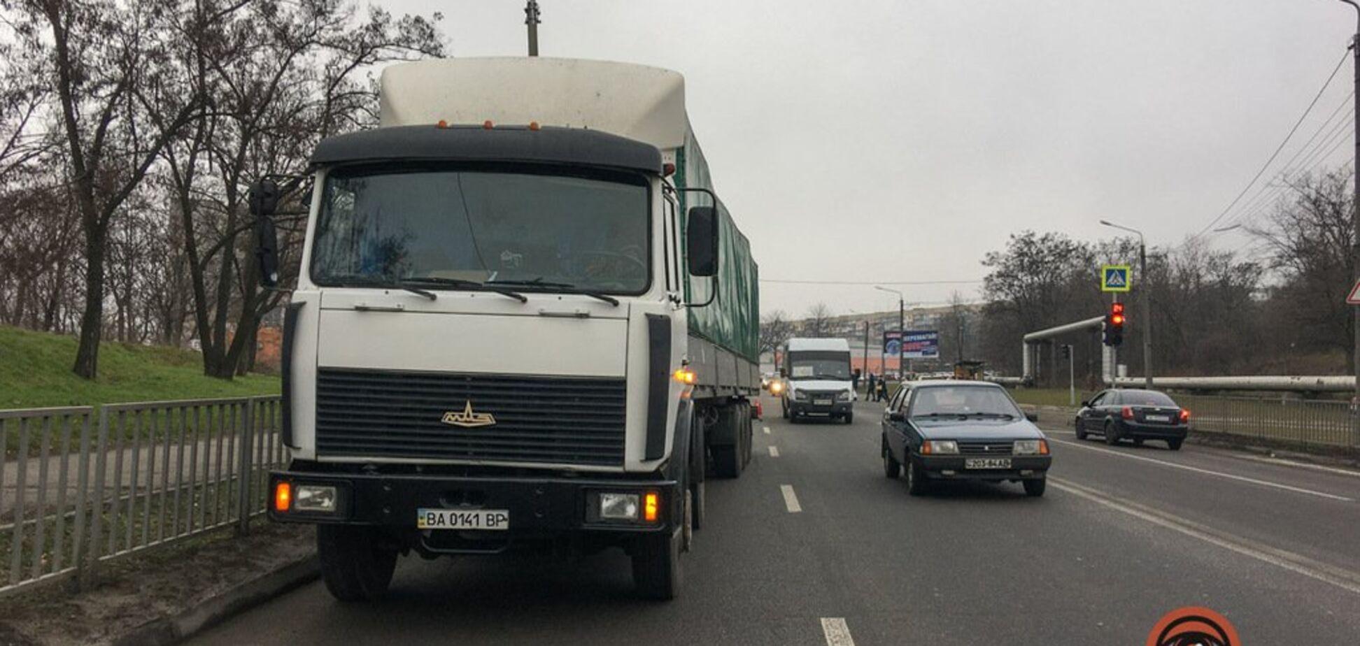 В Днепре грузовик влетел в маршрутку с пассажирами: фото с места ДТП