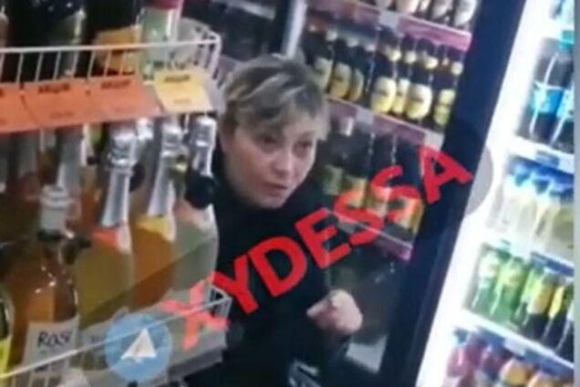 В Одессе продавщица обматерила покупателя из-за украинского языка