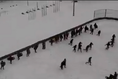 Школьников в России учили разгонять митинги