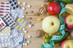 Названий список продуктів, які небезпечно вживати з ліками