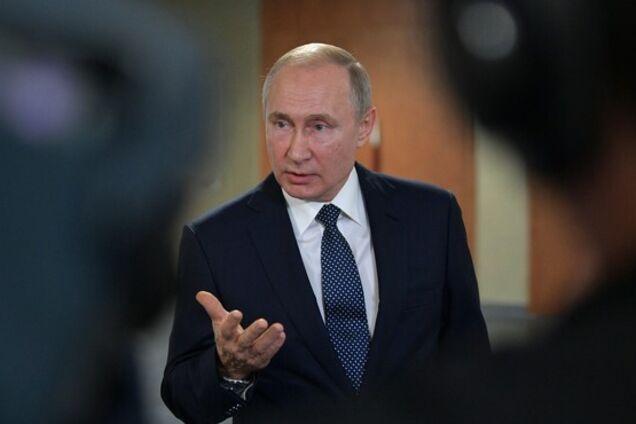 Как Путин переписывает историю России photo