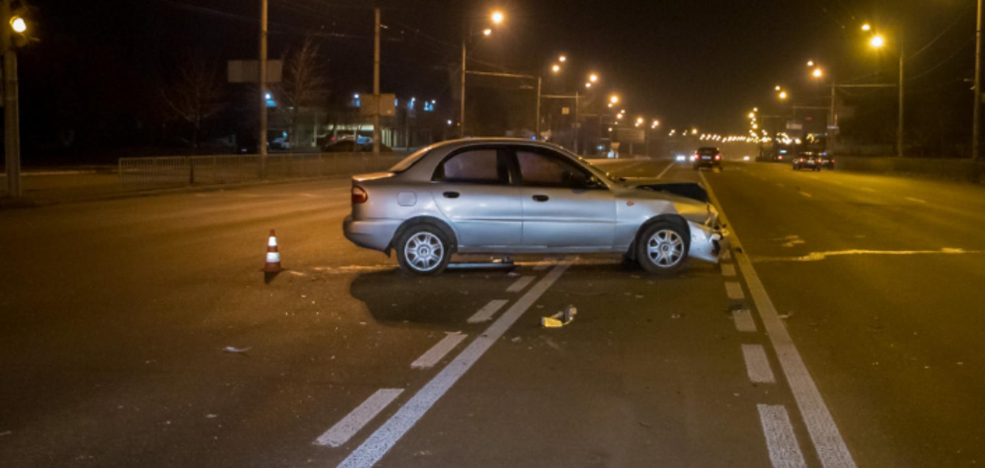 Перевернулся и стал на колеса: в Днепре столкнулись два автомобиля Daewoo. Видео