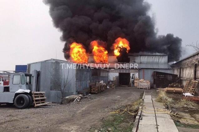 Пожар на складе автозапчастей