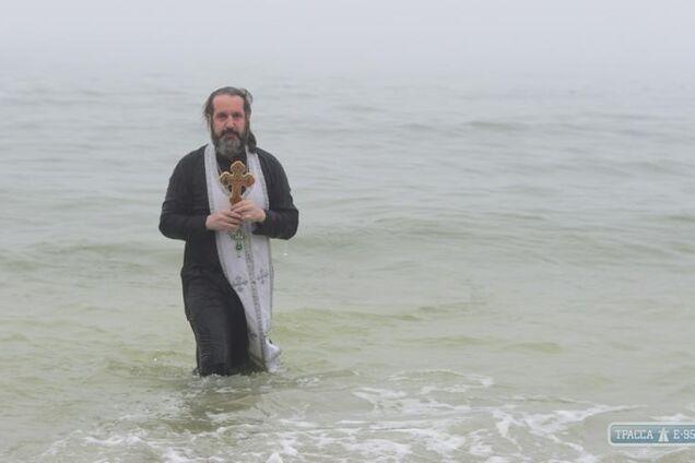 Одесситы на Крещение искупались в ледяном море