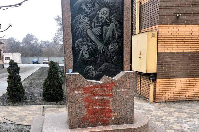 Вандалы осквернили памятник жертвам Холокоста