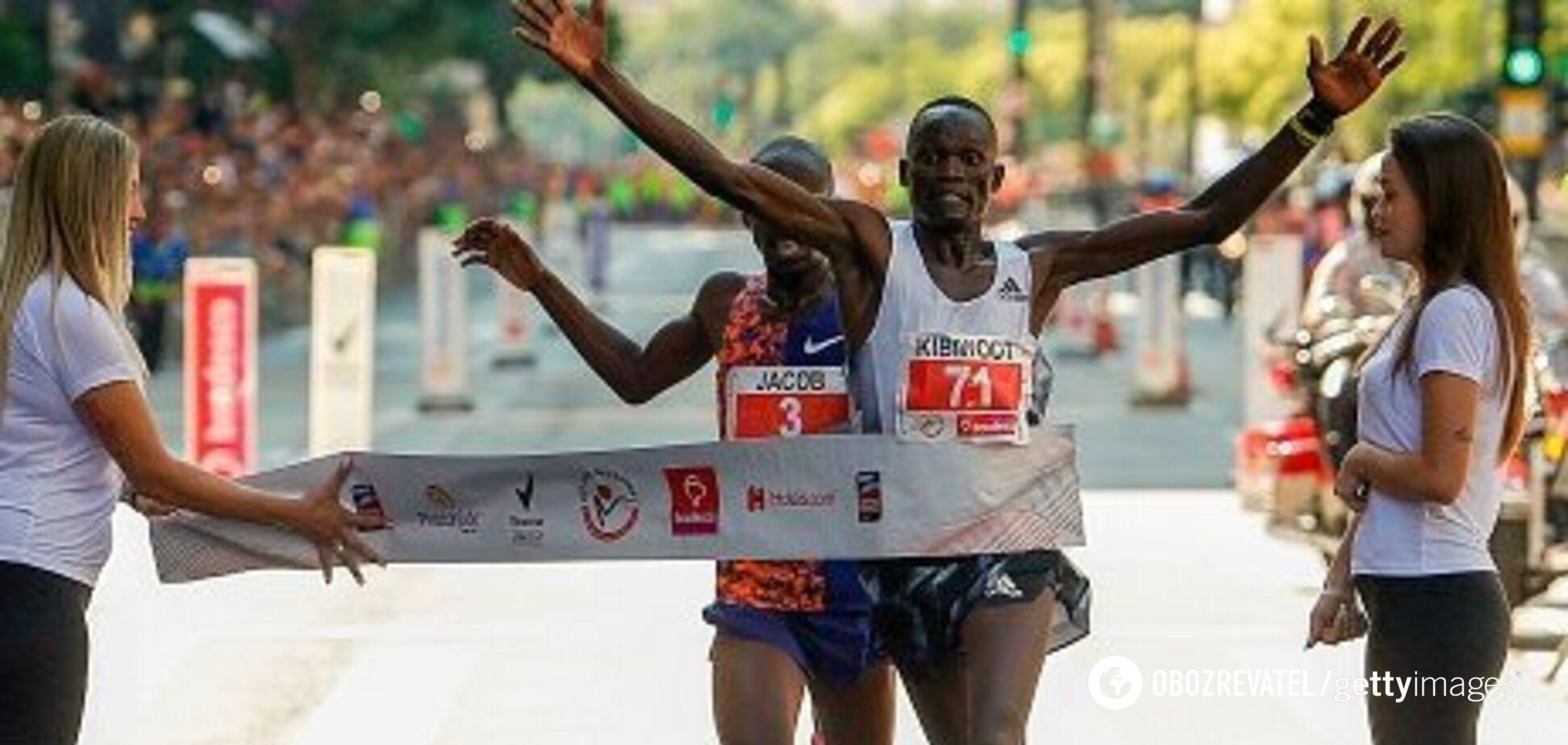 Драма года: бегун упустил победу за метр до финиша и не стал рекордсменом