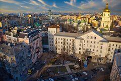 У Києві відкрили незвичайний екопарк із сонячними панелями: фото