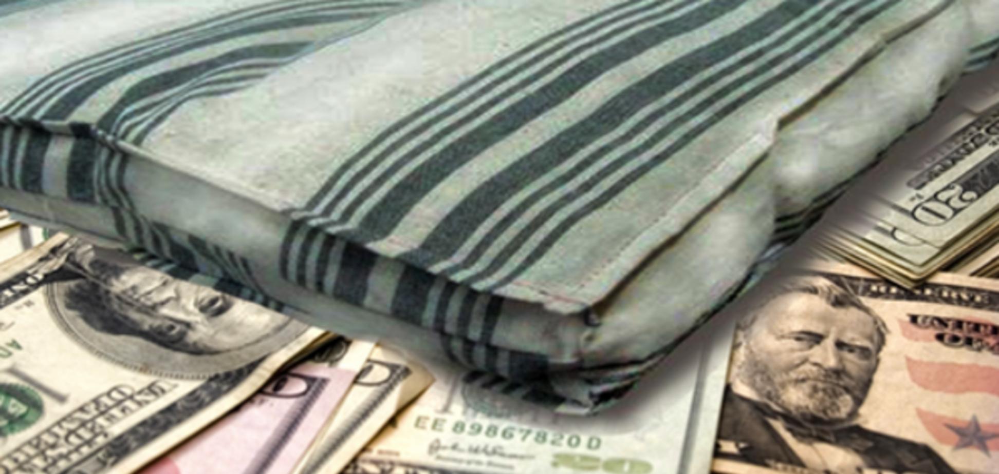 Гроші, знайдені в матраці на звалищі під Одесою, чекатимуть господарів
