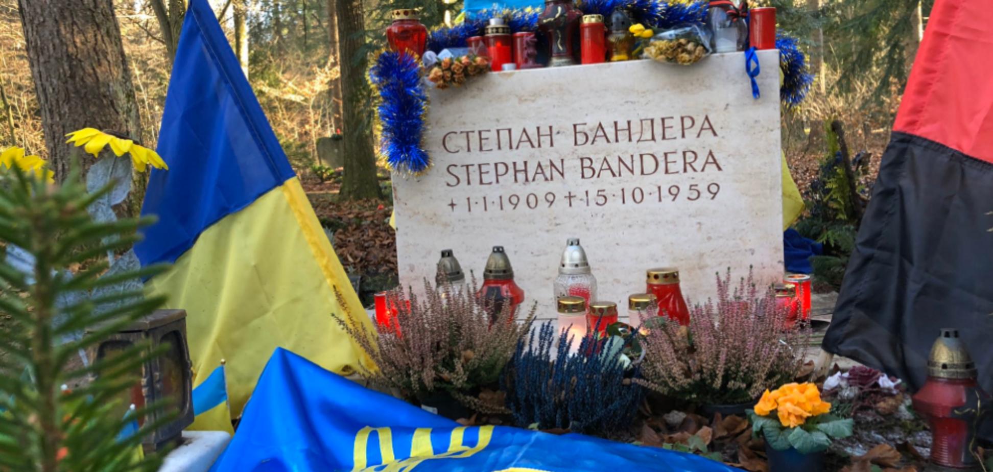 Українці залишили послання на могилі Бандери у Мюнхені: фото