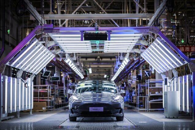Електромобіль Tesla Model 3 на фабриці в Шанхаї