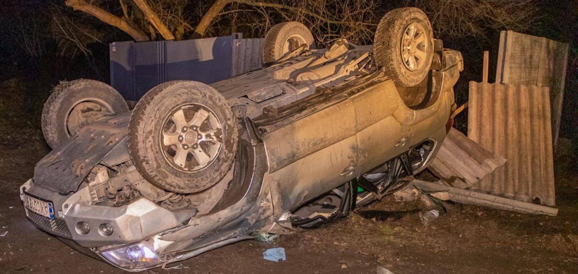Водитель спасал собаку: в Днепре перевернулась Toyota Prado. Видео