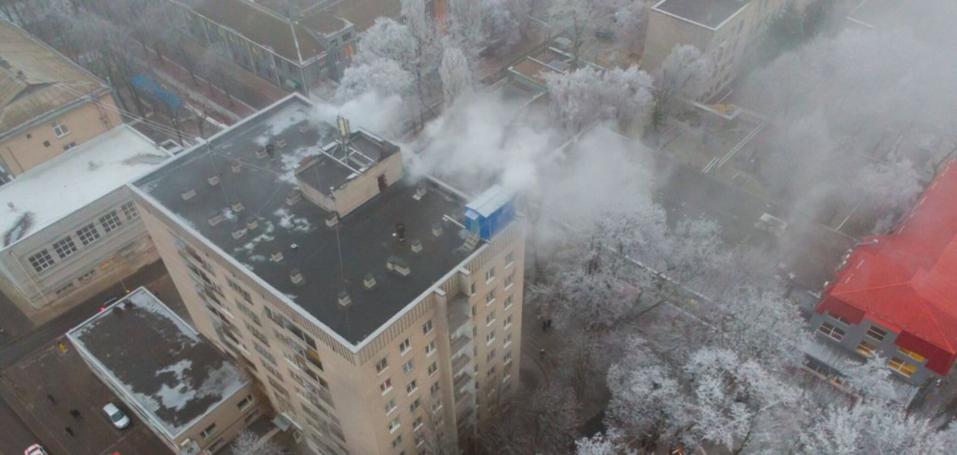 У Дніпрі загорівся студентський гуртожиток: фото і відео з місця НП