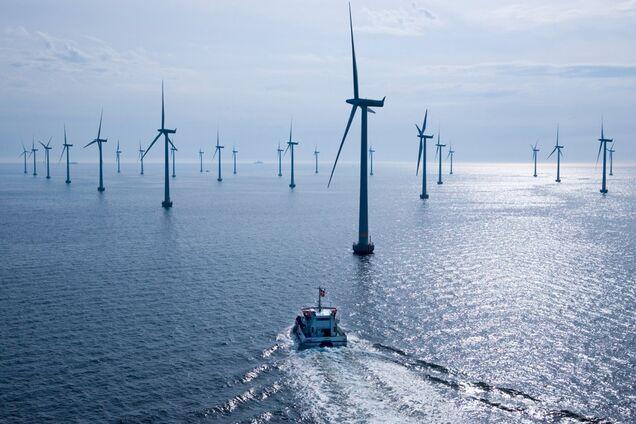 Біля берегів Англії почали будувати найпотужнішу вітроелектростанцію в світі