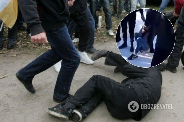 В Ивделе толпа школьников избил мальчика. видео