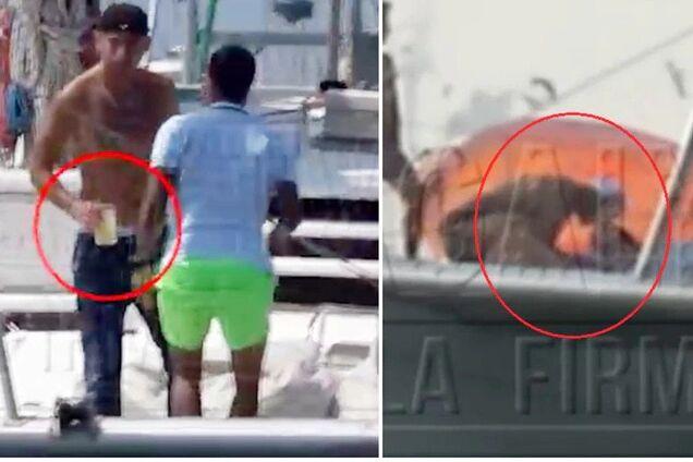 Папарацци застали Карлоса Самбрано с загадочной женщиной на яхте (справа)