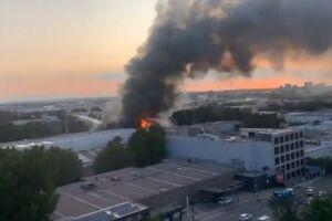 В Австралії спалахнула масштабна пожежа біля аеропорту: фото і відео