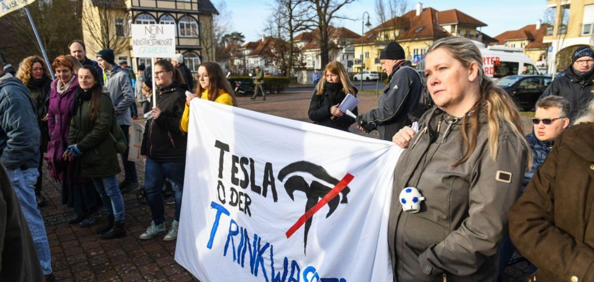 Жители Германии продолжили протесты против создания фабрики Tesla: суть претензий