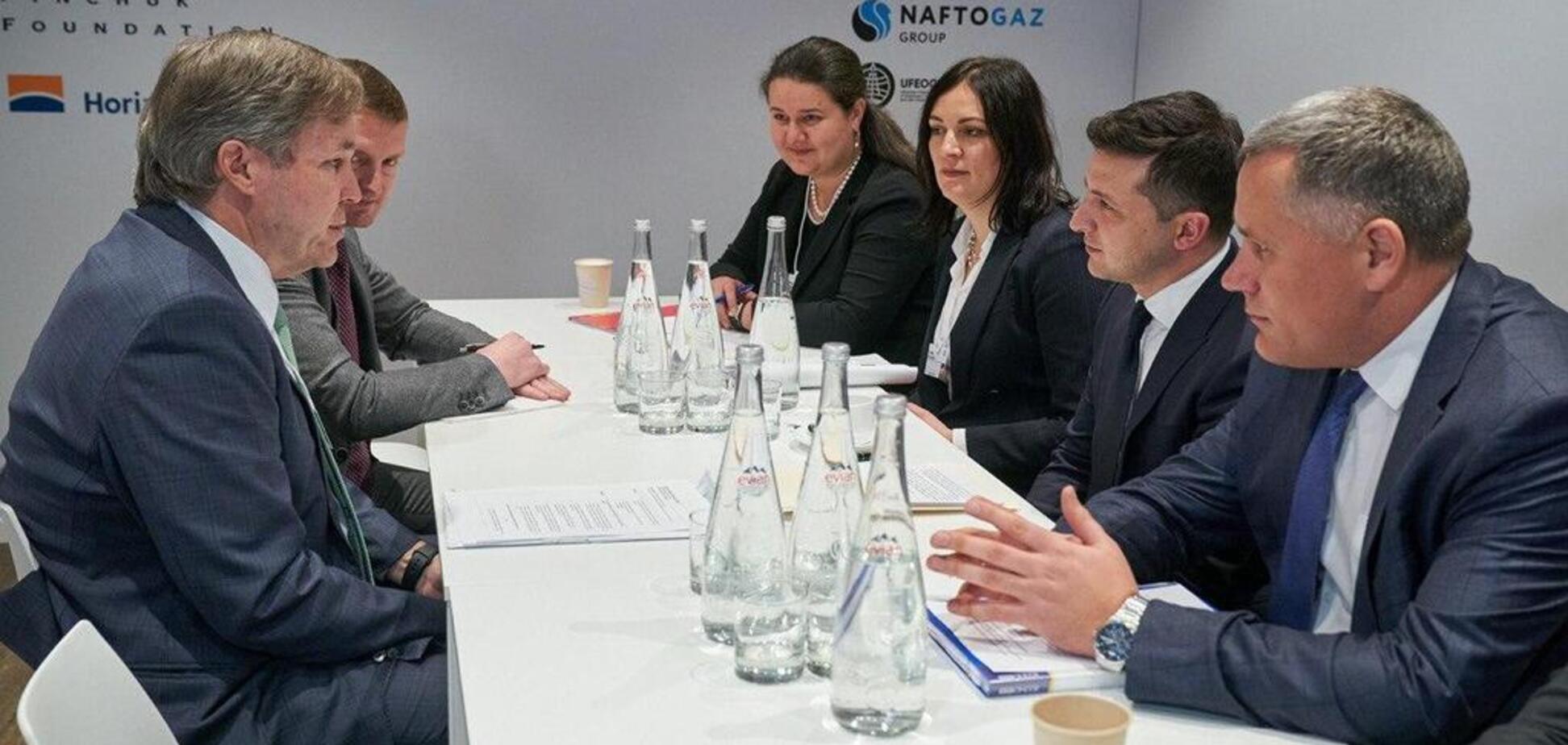 Зеленський провів першу зустріч у Давосі: з'явилося фото