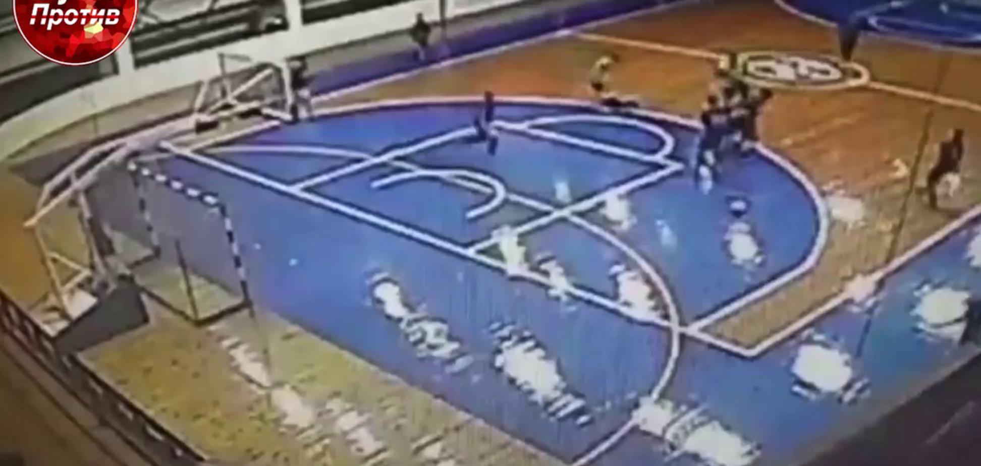 В России футболист нокаутирующим ударом отправил соперника в реанимацию