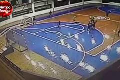 У Росії футболіст нокаутуючим ударом відправив суперника в реанімацію