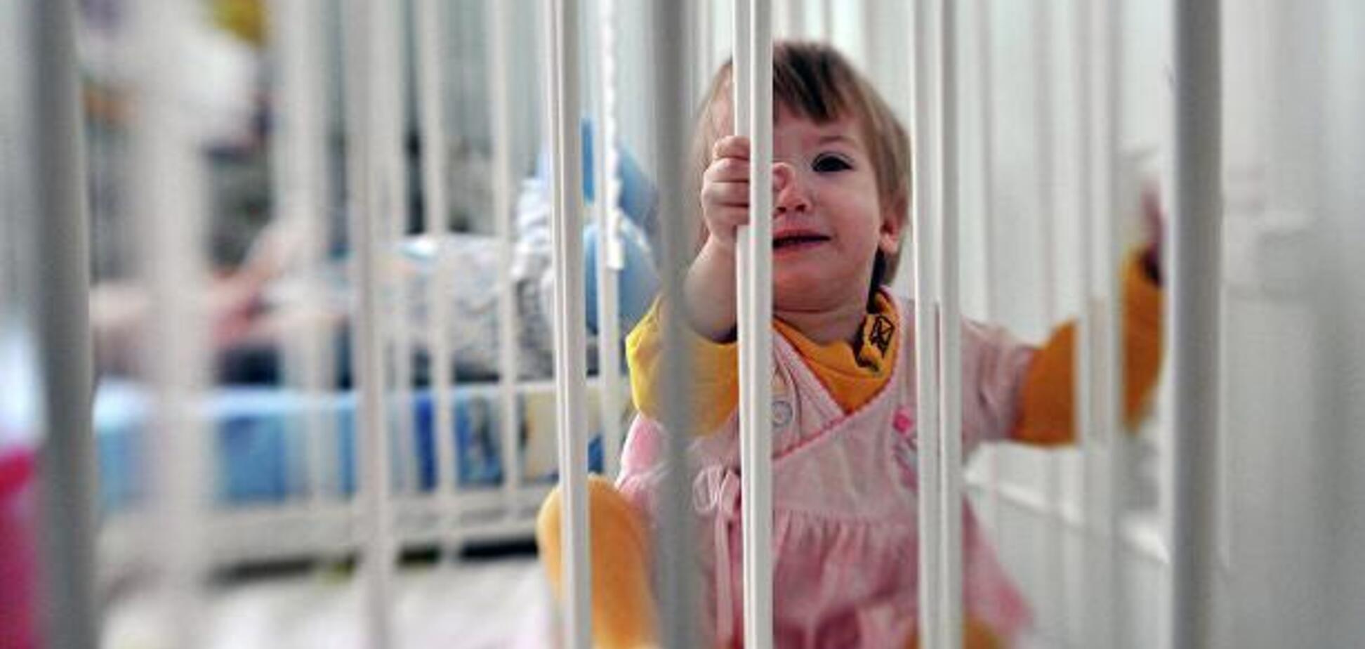 На Николаевщине родители неделю морили голодом 2-летнюю девочку: видео спасения ребенка