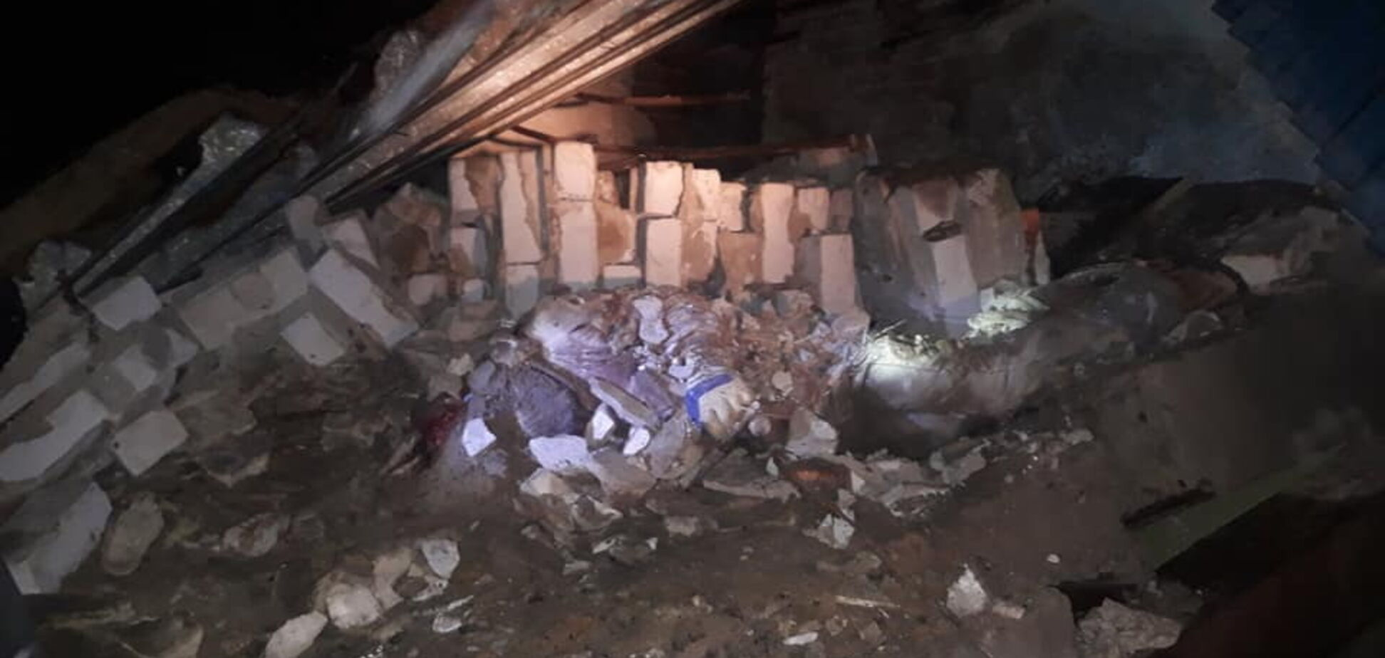 На Харьковщине стена убила мужчину: еще один в больнице