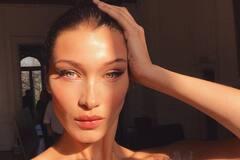 Найкрасивіша жінка в світі засвітила голі груди: гаряче фото