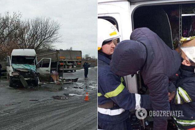 Под Днепром бус протаранил грузовик