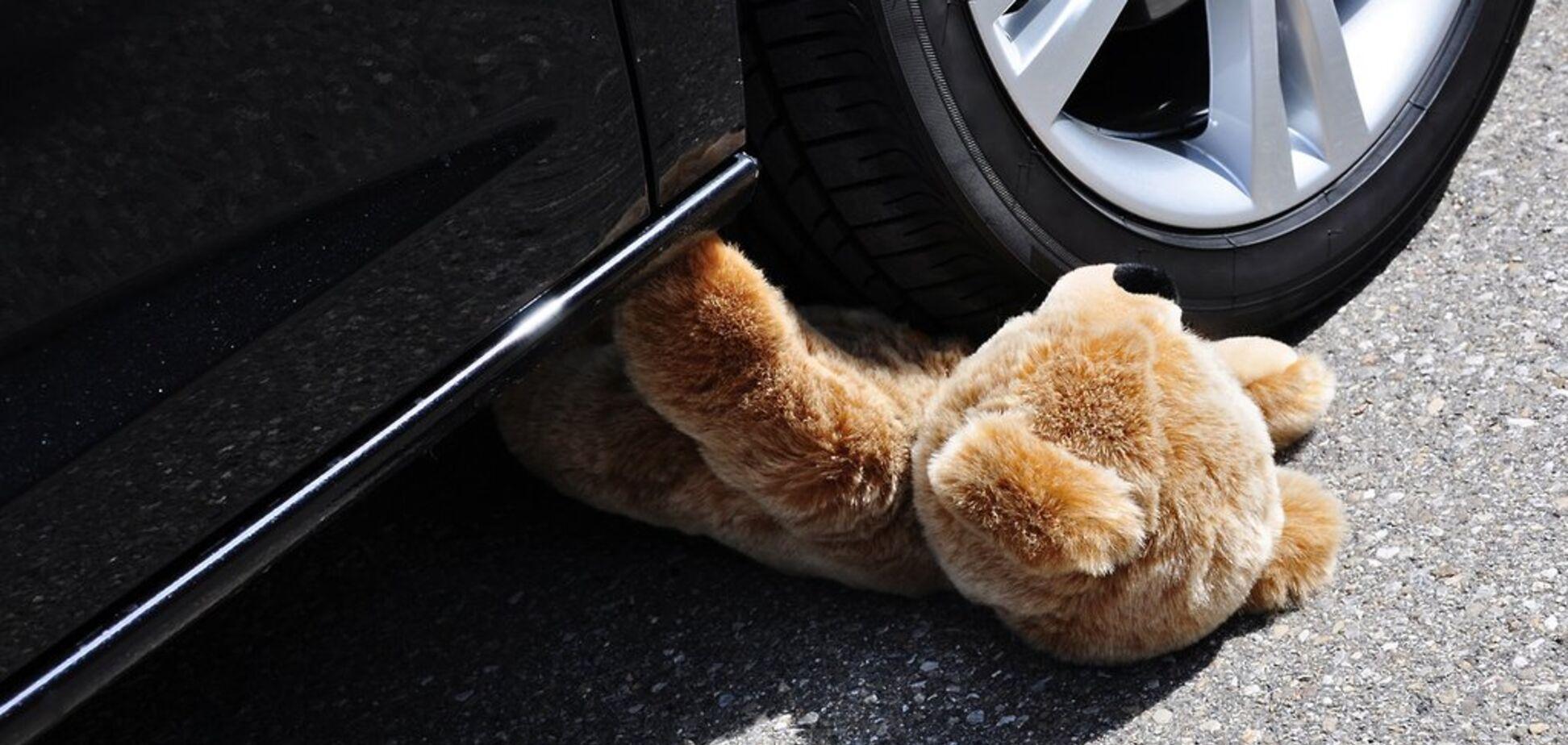 В Днепре автомобиль на полном ходу сбил ребенка: видео жуткого ДТП