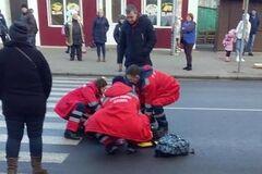 Не остановился на 'зебре': в Черкассах школьница попала под колеса внедорожника. Фото