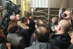 'Это реванш антимайдана!' Семьи Героев Небесной Сотни устроили протест под ГБР