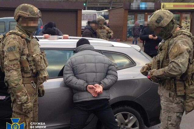 У Рівному затримали злочинну групу при спробі збуту 56 кілограмів ртуті