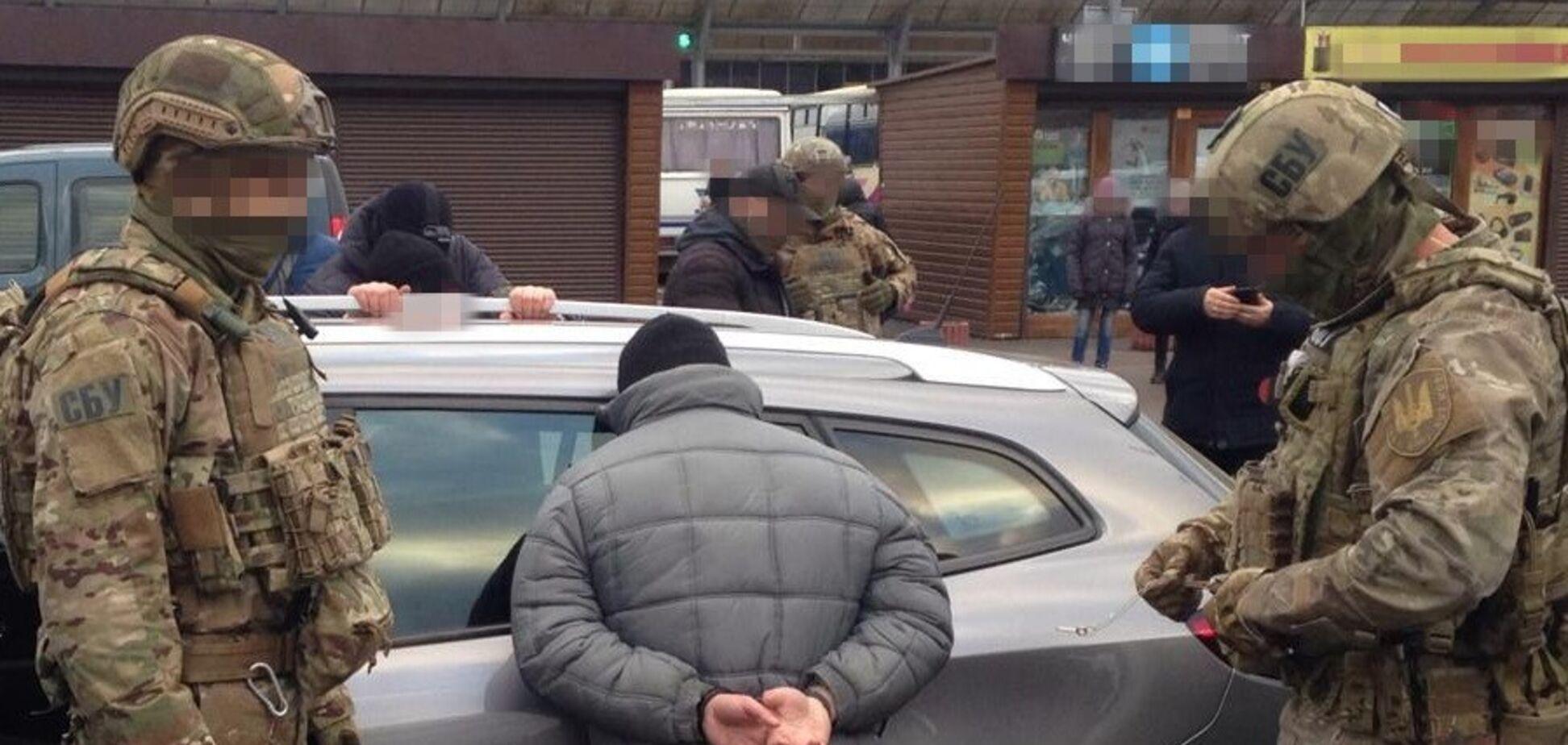 Хотели продать 56 кг ртути: в Ривне задержали банду во главе с экс-сотрудником прокуратуры