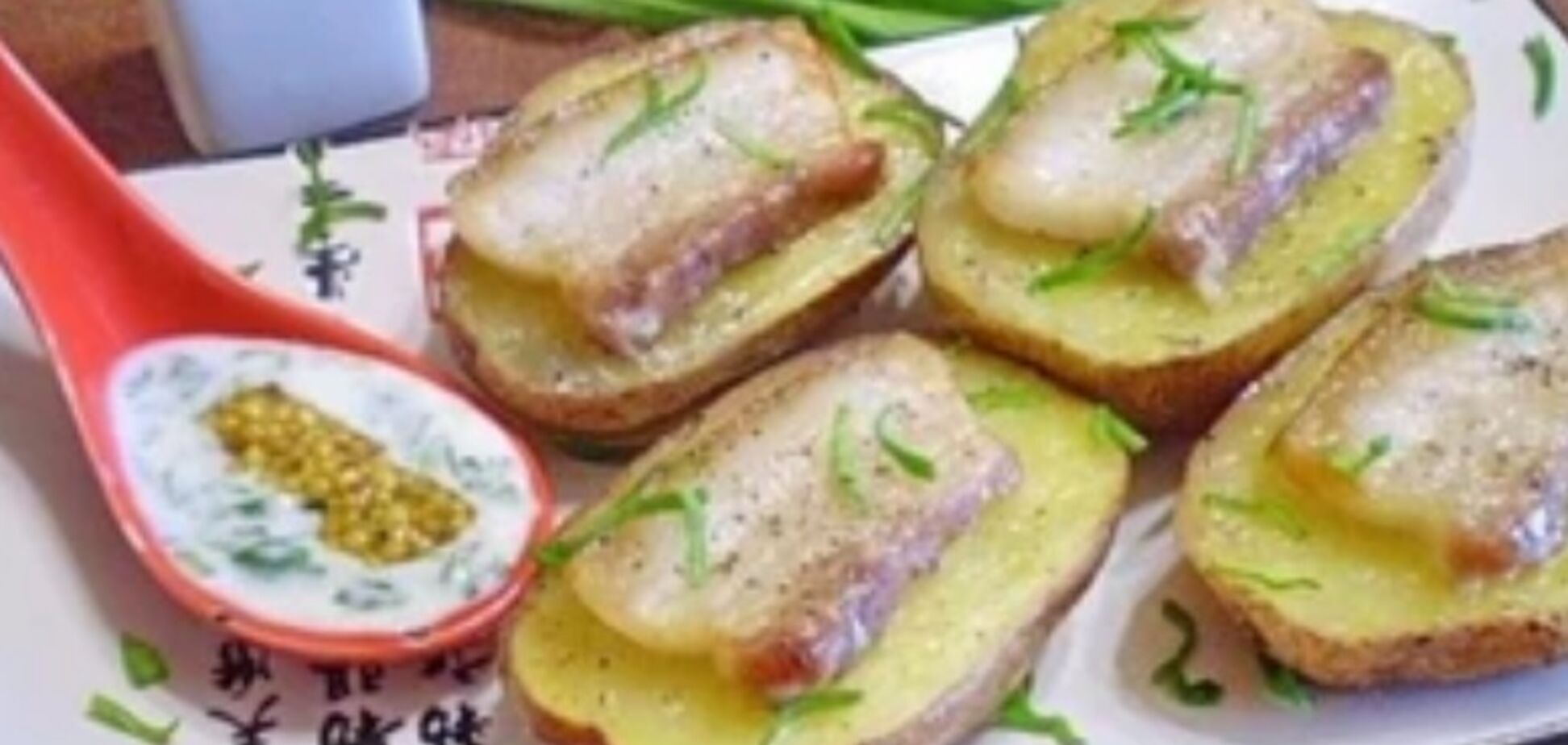 Рецепт восхитительной картошки с салом и чесноком в духовке