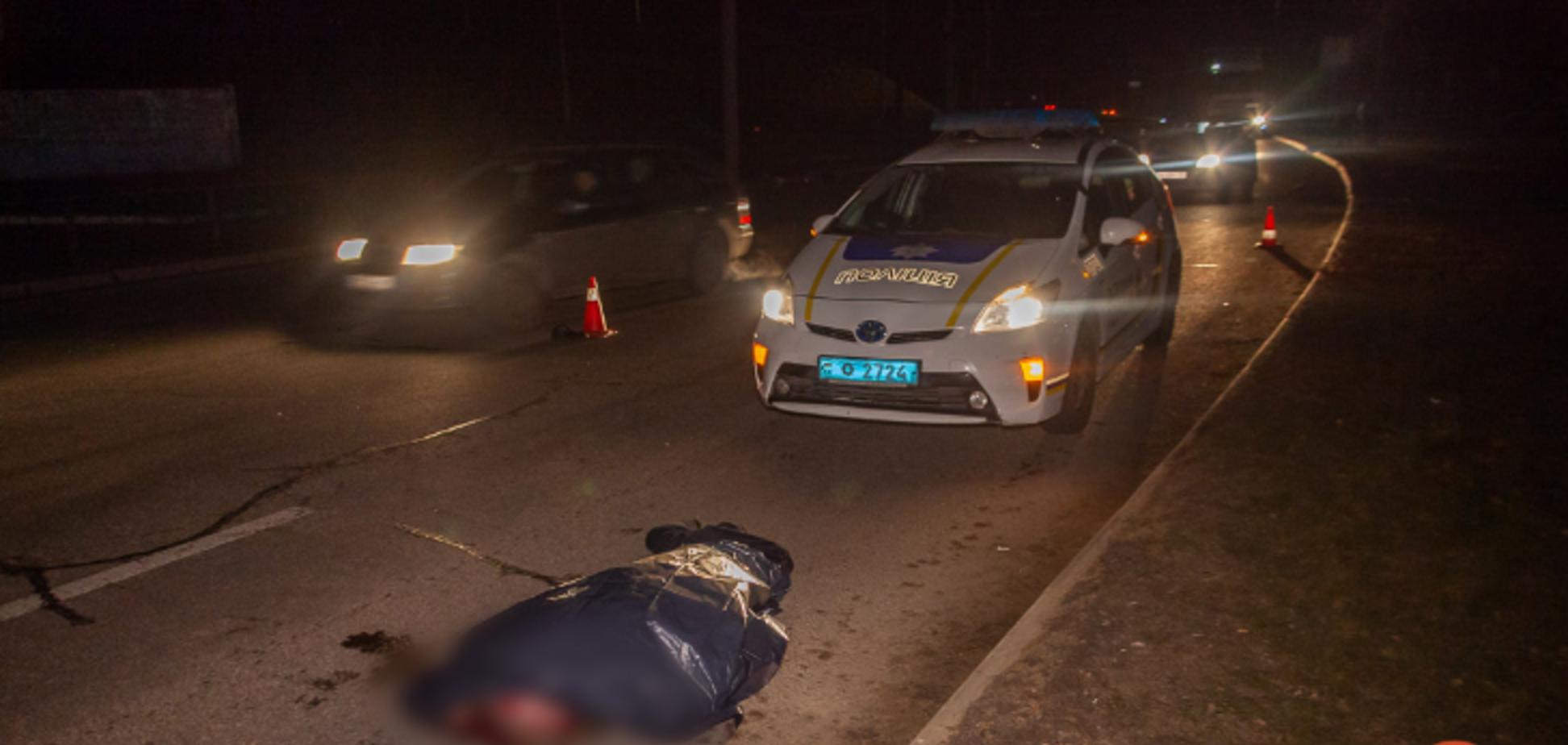 В Днепре автомобиль насмерть сбил двух пешеходов. Фото и видео 18+