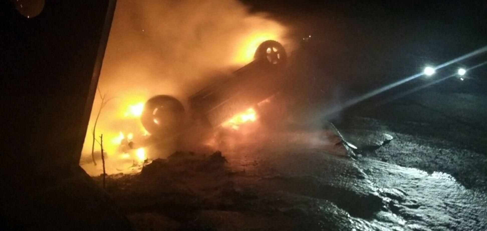 Під Дніпром автомобіль раптово загорівся на ходу. Фото
