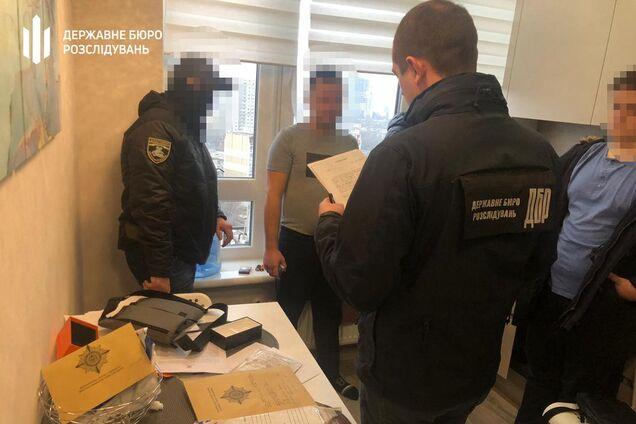 Детективы ГБР задержали полицейских-оборотней из Одессы