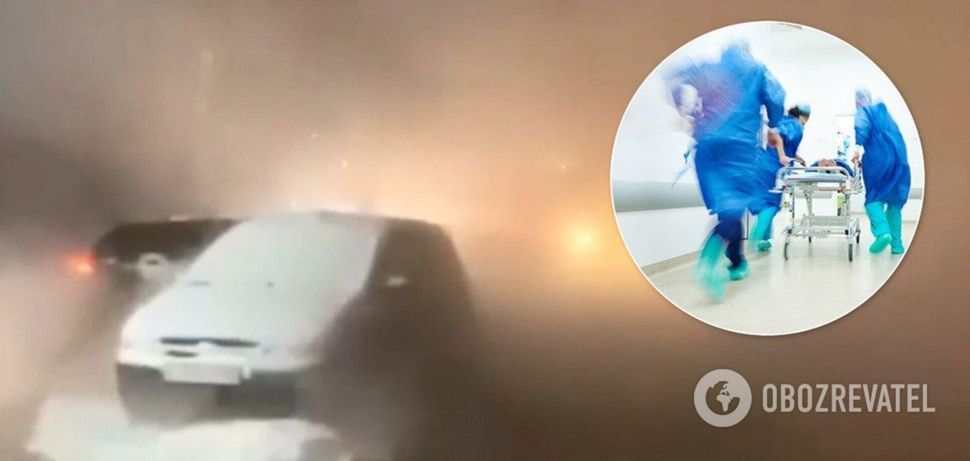 Никто не помог: в России девушки обварили ноги в луже с кипятком. Видео