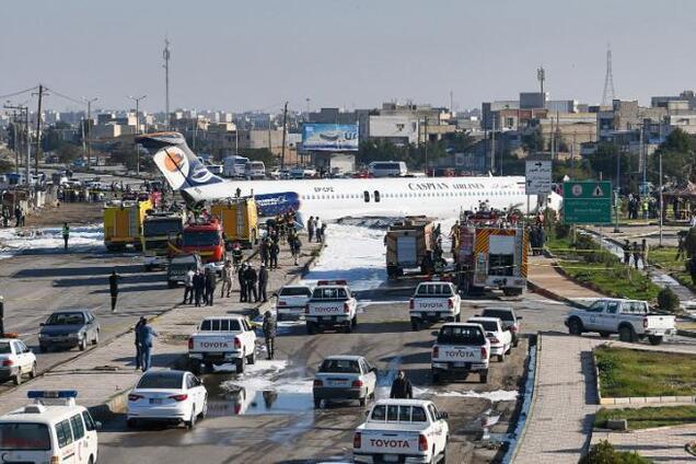 В Ірані літак приземлився посеред вулиці
