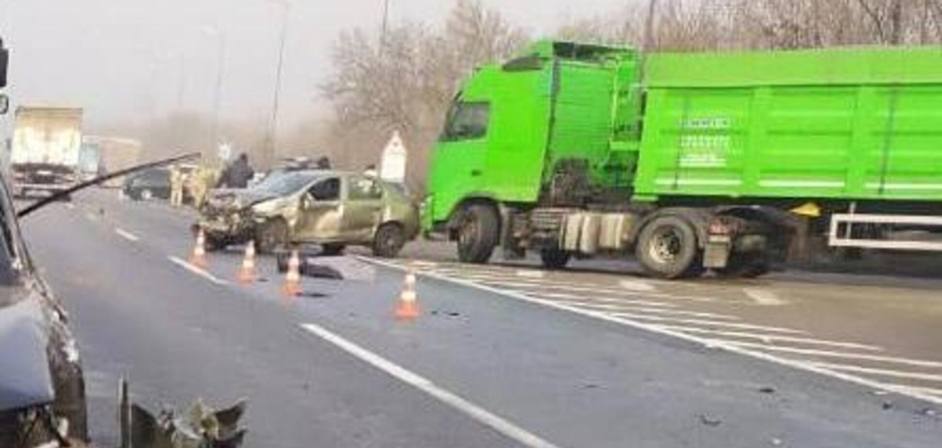 Второе смертельное ДТП за утро: под Одессой легковушка влетела в фуру
