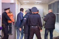 Чистый ад: россиянин оставил детей в аэропорту с вещами, документами и запиской