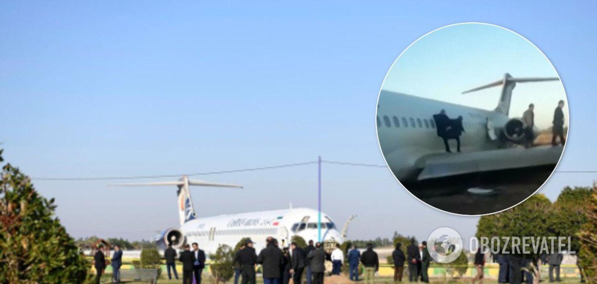Паніка і молитви: з'явилося відео евакуації з літака, що потрапив у НП в Ірані